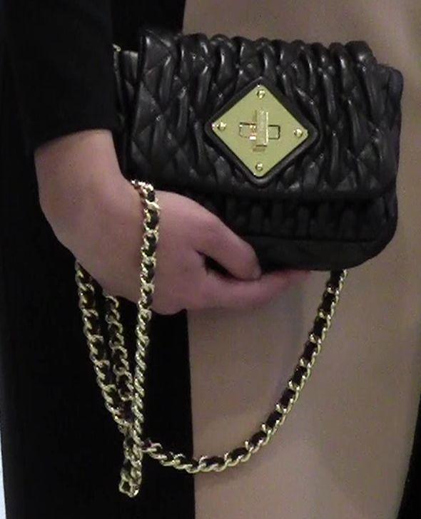 Ob im Job , zum Cocktailempfang oder zu eleganten Abendessen! Nur schnell die Accessoires ändern und sie sind immer on vogue Kleid – Michael Kors – Tasche – Moschino Couture – Schuhe  – Santoni – http://www.berg-moden.de