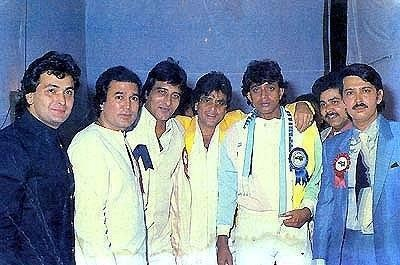 A very rare picture.. Guess the Bollywood actors in this pic!