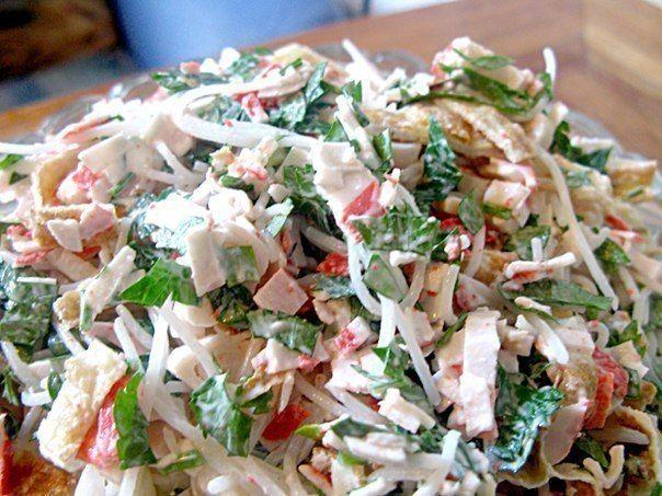"""Замечательный лёгкий салатик  """"Лакомка"""". Он очень простой, но в то же время очень вкусный."""
