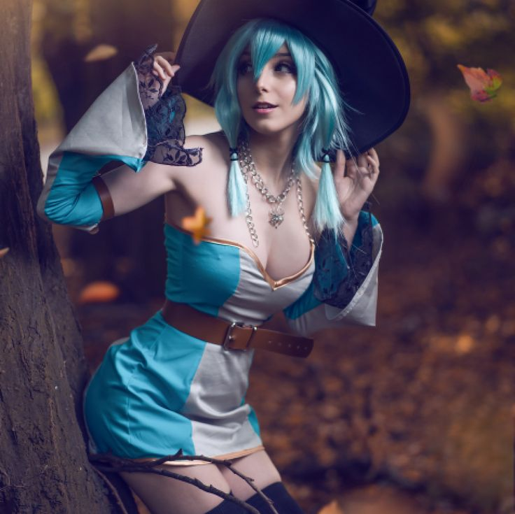 Initially I wanted to make the scariest and most disturbing Zombie cosplay for Halloween this year but somehow ended up with a sexy-but-not-scary kind of half naked anime girl Halloween Version in the woods.  You can also get the (actually really funny) behind the scenes video this month on patreon! <3 link in bio <3 . Character: Sinon from Sword art online (Official Halloween Version) Cosplay made by me in like 2 hours? Photo by @zenogaich . #sinon #swordartonline #sao #saocosplay #cosplay…