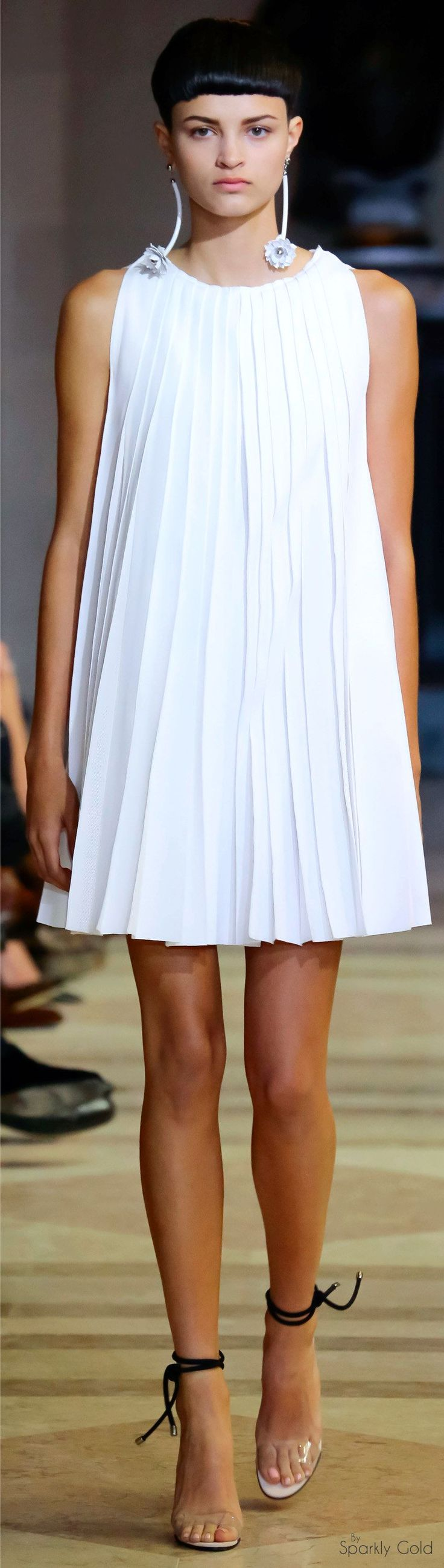 Carolina Herrera Spring 2016 - I had a dress like this back in 1985.  Now here it is again 30 years later. Should have held onto it!