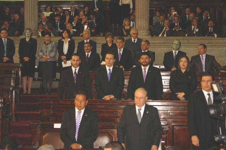 04. INVITADOS. Entre los pocos diplomáticos que asistieron al parlamento al acto de posesión de la nueva Junta Directiva del Congreso de la República se pudo observar a  Tod Robinson,  Embajador de los Estados Unidos.