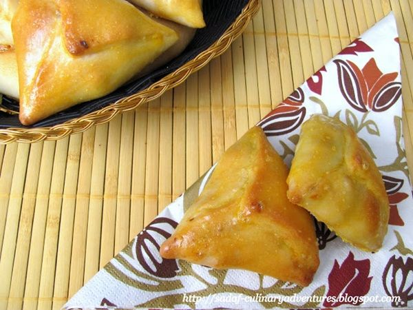 Chicken hand pies, will definitely try this next Ramadan http://www.kitchenflavours.net/2013/07/ramadan-special-guest-post-chicken-hand_21.html