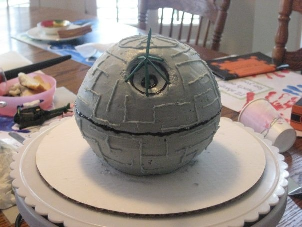 OH MY GOODNESS, SOMEONE MAKE THIS FOR MY BIRTHDAY!!!! DIY Star Wars Death Star Birthday Cake