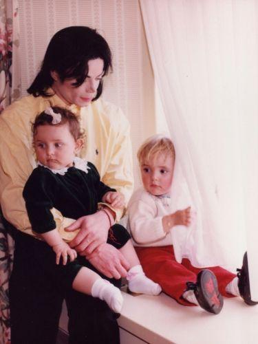 Novas fotos de Michael Jackson com os filhos são divulgadas