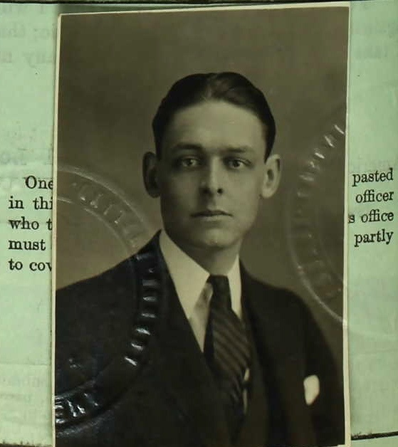 the early life and times of thomas stearns eliot Thomas stearns eliot, om ( september 26, 1888– january 4, 1965) was a poet,  dramatist and  eliot was born into a prominent family from st louis, missouri   by 1932 eliot had been contemplating a separation from his wife for some time.