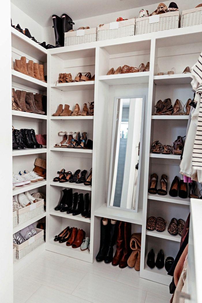 1001 Idees Pour Amenager Un Dressing A Chaussures Amenagement Dressing Dressing Fait Maison Et Petit Meuble Rangement