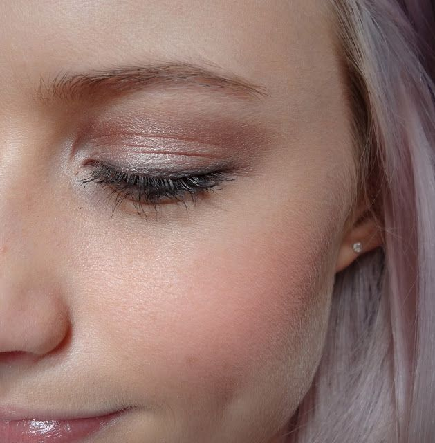 Polyester Bride in the tear duct, Sin over the lid, Chopper in the crease and Smog over the outer corner. Oil Slick along lash line. Urban Decay Ammo 2 Palette - Inthefrow