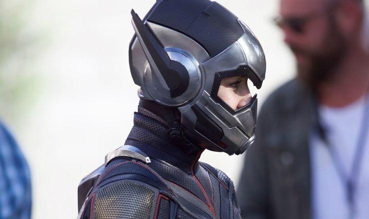 Ant-Man and The Wasp : マーベルの小さいコミックヒーロー映画の続篇「アントマン・アンド・ザ・ワスプ」のエヴァンジェリン・リリーが、戦うヒロインのヘルメットまで装着したフルコスチュームの臨戦態勢で、ロケに初登場 ! ! - 戦うヒロインのワスプのコスチュームは、先月8月末に写真が披露されましたが、ヘルメットまで被っての登場は、これが初めてですね!! | CIA Movie News |  Ant-Man and the Wasp, Disney, Evangeline Lilly, Hannah John-Kamen, Laurence Fishburne, Marvel, Michael Douglas, Michael Peña, Michelle Pfeiffer, News, Paul Rudd, Peyton Reed, Randall Park, Walton Goggins - 映画 エンタメ セレブ & テレビ の 情報 ニュース from CIA Movie News / CIA こちら映画中央情報局です