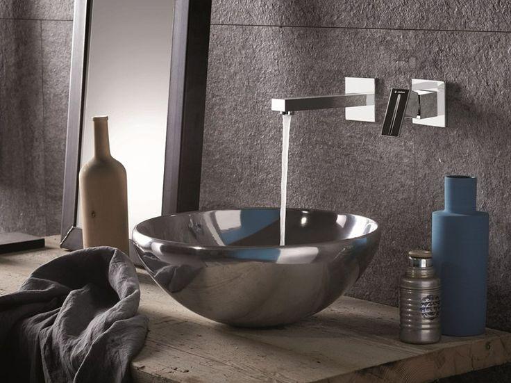 #HelvexbyDesigners @NewformItalia -Ergo Q- Mezcladora para lavabo de pared, monomando con 2 orificios.  http://www.helvexbydesigners.com/
