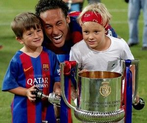 Neymar's the real child here❤️