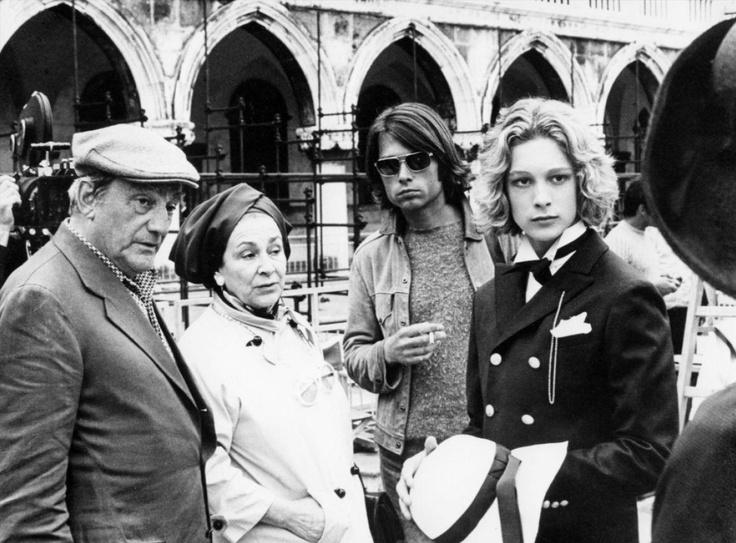 """Luchino Visconti avec Björn Andresen sur le plateau de """"Mort à Venise"""