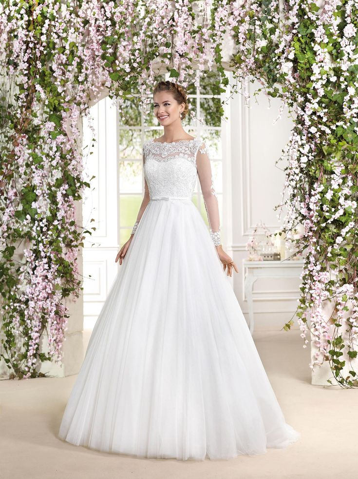 Fara Sposa 2016 bridal collection | Wedding Dresses 2016 | https://www.fabmood.com/fara-sposa-wedding-dresses-2016/ #farasposa #wedding dresses #weddinggown: