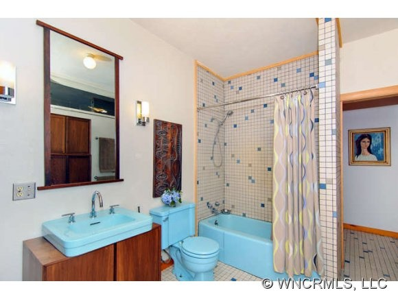 Vintage blue fixtures in new bathroom  17 Best images about Vintage on  Pinterest Stove In. Blue Fixtures Bathroom Ideas   Descargas Mundiales com