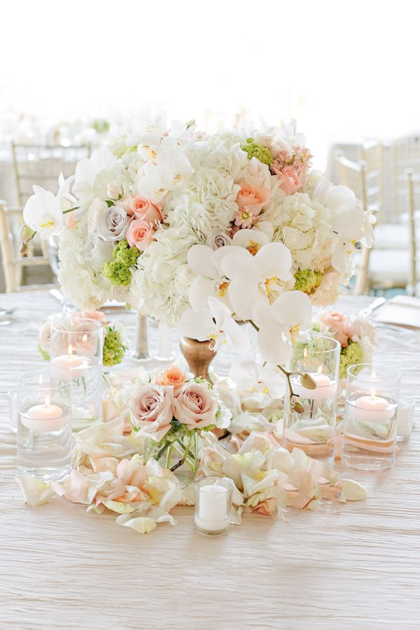 Romantic Wedding Floral Centerpiece | Photo by Jinda Photography