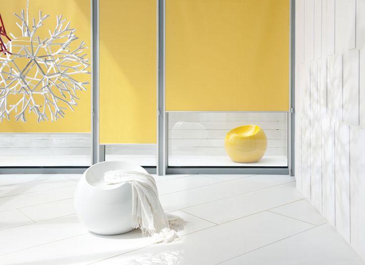 Rullegardiner gir pålitelig beskyttelse mot sollys og skjermreflekser. Fritthengende gardiner kan brukes både som et vindusskjerm, men også som projektor skjerm eller hylle- eller nisjeskjerm. Fantazja stoffrullegardiner begrenser lystilstrømning i aller høyeste grad takket være sideskinnene og maskekassetten. I tillegg tillater skinnene enkel foring av stoffet også ved et vippet vindu.