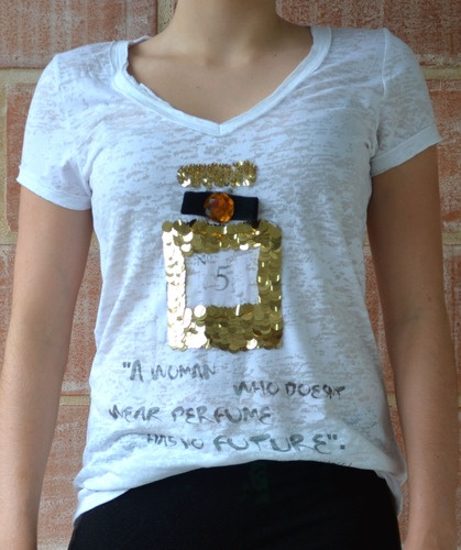 "T-Shirt Perfume R$69.90 ""A woman who doesn't wear perfume ..."