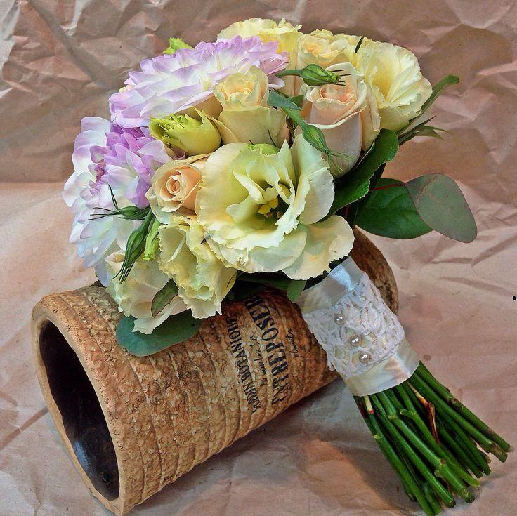 Свадебный букет с георгинами