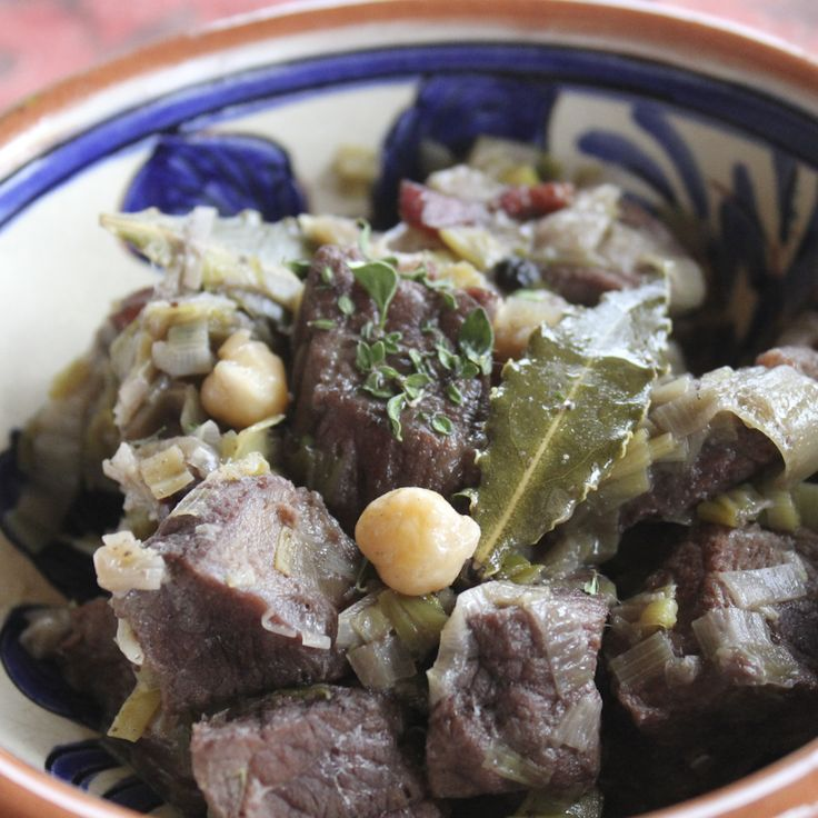 Italians make beef leek stew with chickpeas and red wine, where in Scandinavia we would used beer and potatoes. Both ways the taste is magnificent.