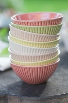 Love these colors and bowls. Mia