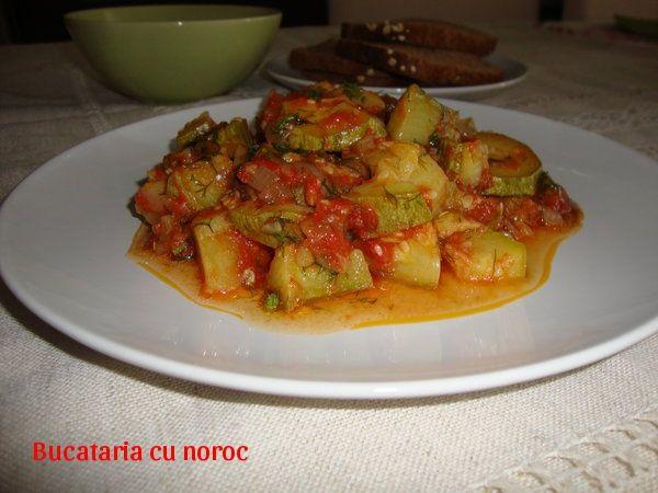 Mancare de dovlecei si cartofi - Bucataria cu noroc