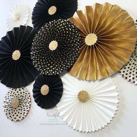 Decoración de la boda de fin de año | Rosetas de oro brillo | Telón de fondo de negro y oro roseta | Graduación de blanco y negro | Fondo de abanico de papel