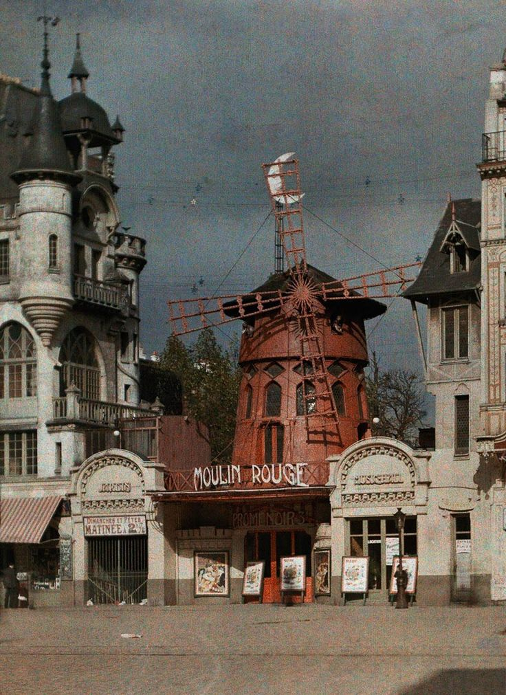 The Moulin Rouge nightclub at Montmarte, Paris, 1914.