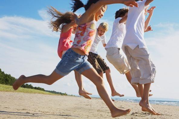 Bimbi in viaggio: 45 giochi da fare al mare con i bambini