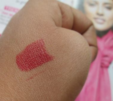 #Maybelline #MoistureExtreme #Lipstick #WindsorRose #review #price and details on the blog #swatch