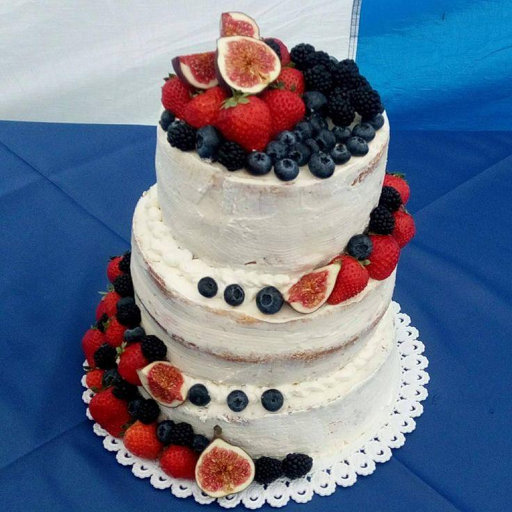 Svatební polonahý dort s čerstvým ovocem Wedding naked cake