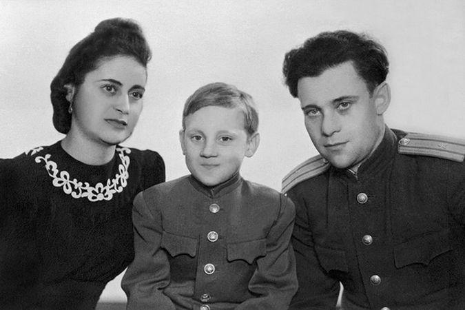 Агузаровой матерью стала бабушка, а Высоцкий крестился ради мачехи » Центральный Еврейский Ресурс SEM40. Израиль, Ближний восток, евреи.