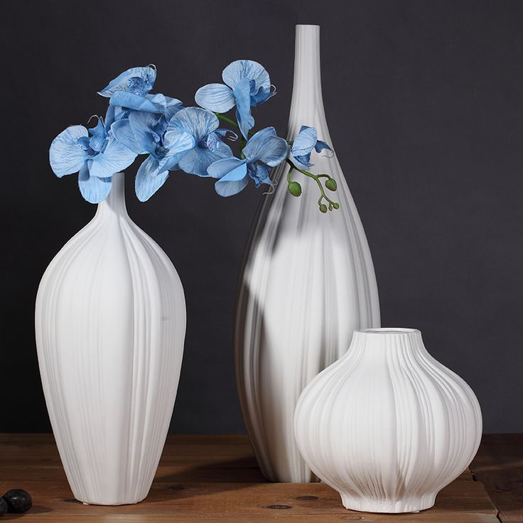 Find More Vases Information about Simple Modern White Garlic Shape Vase Ornaments Flower Bottle Home Furnishing Ceramic Flowerpot Creative Decoration Vases Decor,High Quality decorative big vases,China decorative vases and bowls Suppliers, Cheap vase roses from Handicraftsman on Aliexpress.com