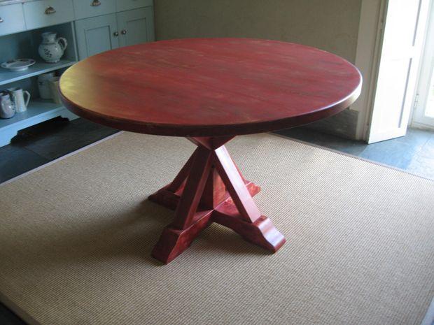 Original mesa de comedor roja fabricada con madera de for Mesa comedor original