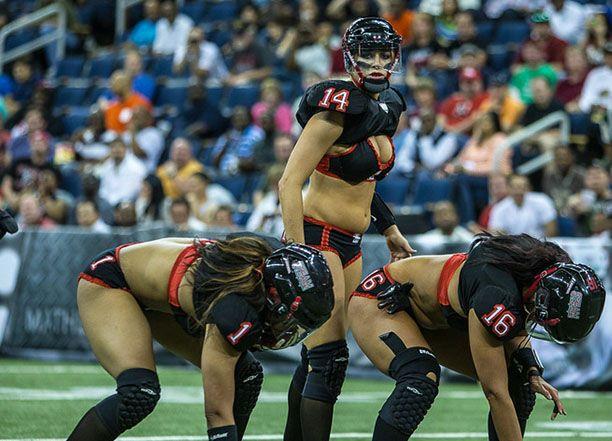 Легенды футбольная лига - Женщины футбольное поле