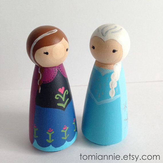 How cute are Anna & Elsa?  Hand-painted Peg Dolls by Tomi Ann Hill.  Perfect for an Easter basket surprise! #pegpeople