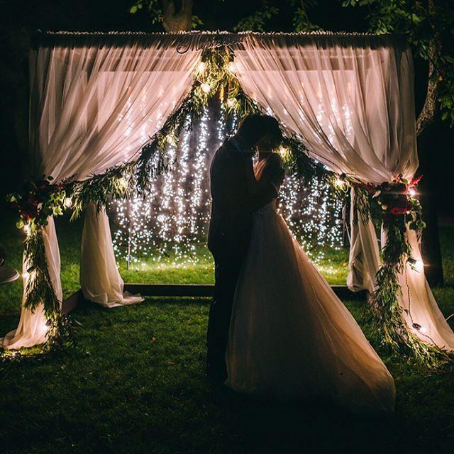 Выездная регистрация и вечерние клятвы - пожалуй, самые трогательные моменты на свадьбе. Переизбыток чувств и эмоций , которые останутся в вашей памяти на долгие годы! -----------------------------------------🌿Декор и флористика  @julianna.novikova.design 💐Букет невесты @_oksana_orlova_ 🗓Организация и координация @weddingbybunas 🎤Ведущий @ivanvelichko_show    #wedding #weddingday #weddingdecor #weddinginspiration #weddingbouguet #weddingflowers #weddingfloristic #weddingdress…