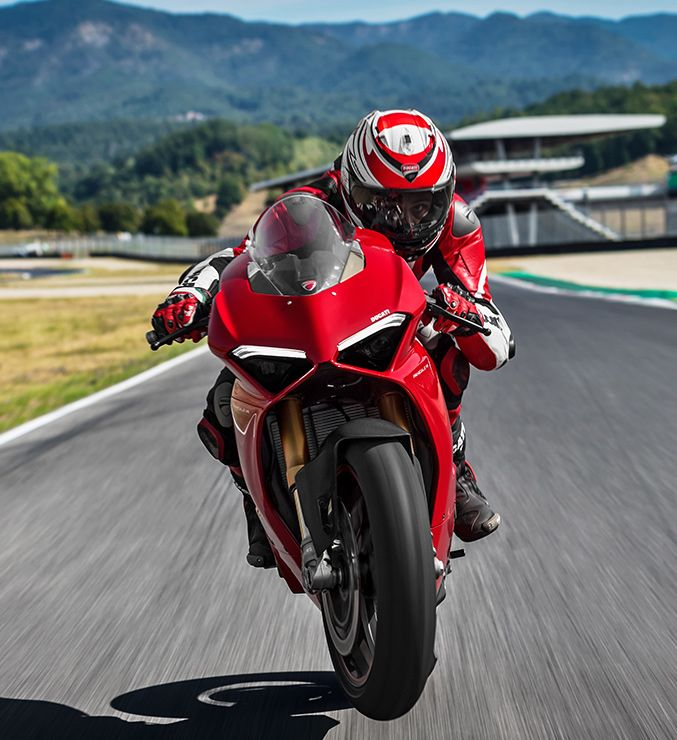 Ducati Superbike Panigale V4: No Room for Compromise