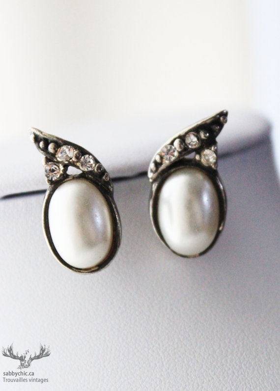 Boucles d'oreilles vintages    Vintage earrings by BoutiqueSabbyChic, $5.00  www.sabbychic.ca