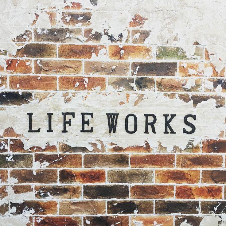 事務所応接間の壁をデザインコンクリートで!  #ライフワークス #リノベーション #LifeWorks #デザイン #コンクリート #モルタル造形 #株式会社ライフワークス #沖縄 #宜野湾 #店舗