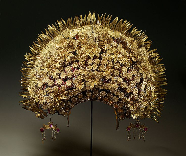 1960s Minangkabau crown for a bride; Sumatra | The Creative Museum