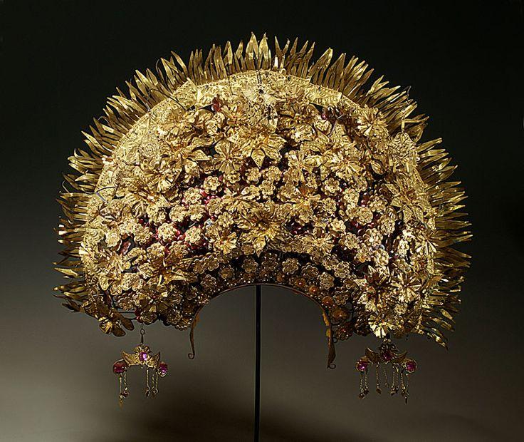 1960s Minangkabau crown for a bride; Sumatra | The Creative Museum