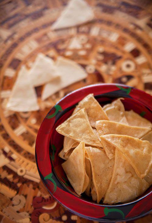 Totopos Fritos sobre el Calendario Azteca.