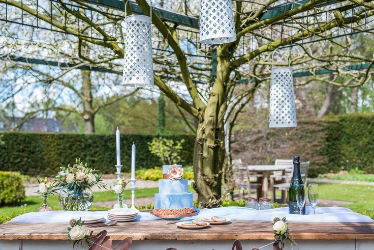 Dusty Blue Wedding | Dessert tafel met blauwe en koperen details