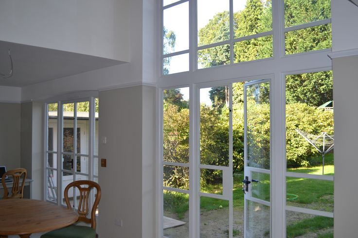 Narrow matching horizontal bars on Crittall doors and