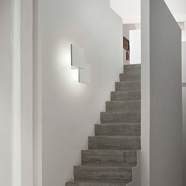 Puzzle är en snygg och elegant vägglampa. Väldigt tunn och sticker inte ut långt från väggen. Puzzle är utrustad med LED-teknik som sprider ett diskret och harmoniskt ljus. Integrerad LED-belysning.