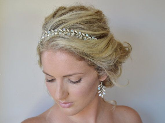 He encontrado este interesante anuncio de Etsy en https://www.etsy.com/es/listing/185597250/grecian-bridal-hair-vine-bridal-headband