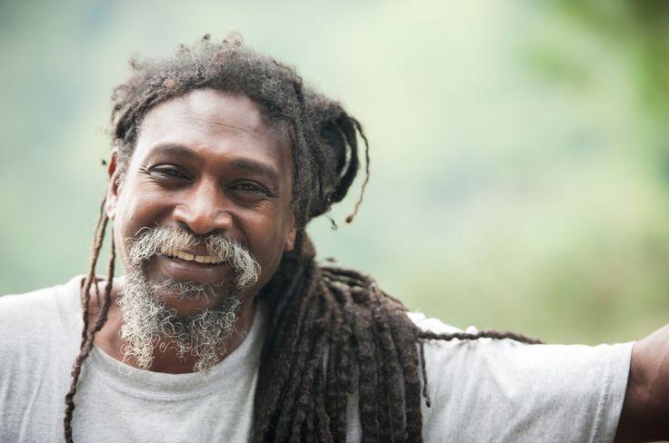 Échange et visite des Blue Mountains en Jamaïque (Detour Local) -> Notre guide Rastafari et son sourire contagieux www.detourlocal.com/echange-visite-velo-blue-mountains-jamaique/