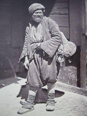 'Hamal' (porter). Istanbul, late 19th century. Hard work, badly paid.