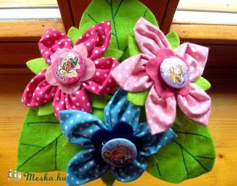 Meska - Textil virágcsokor kitűzőkkel kislánynak eszterszemek kézművestől