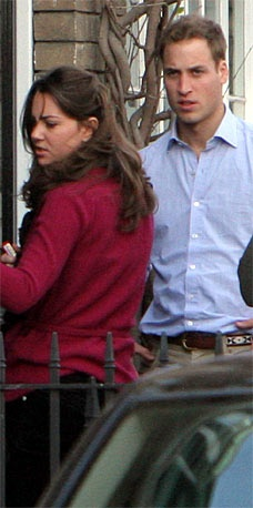 So apparently the story behind this picture is that Kate locked herself out of her apartment and William had to come to her rescue. (2006)